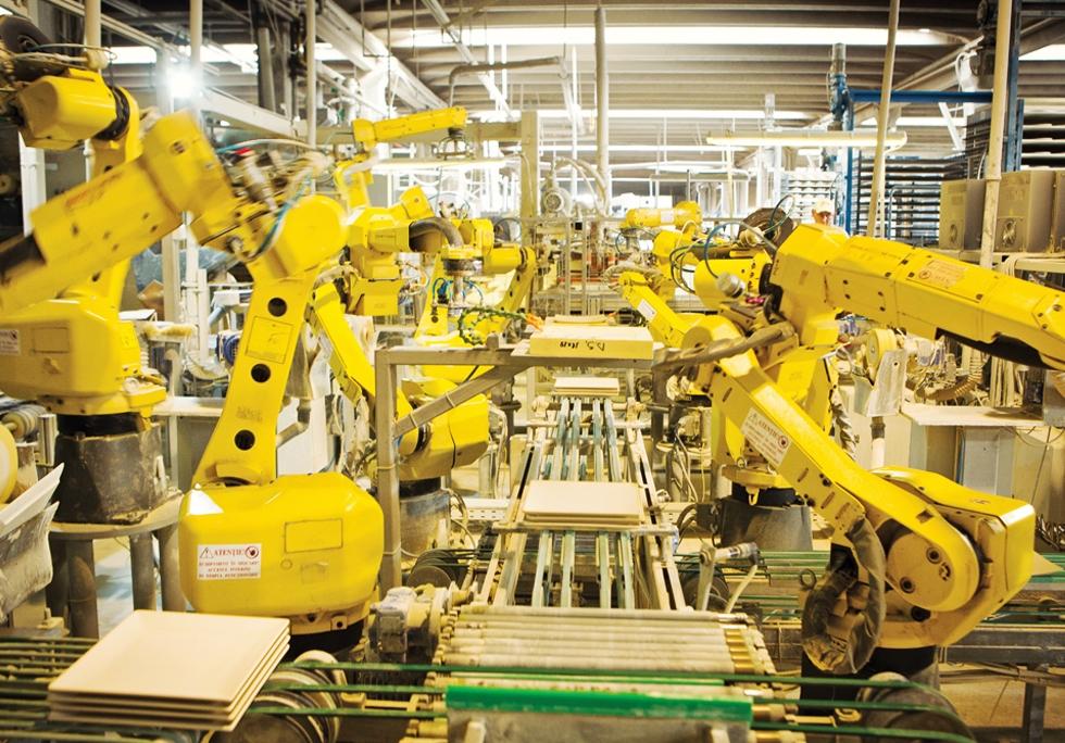 Vin roboții! Ne va lăsa automatizarea fără locuri de muncă sau va rezolva problema crizei de angajați?