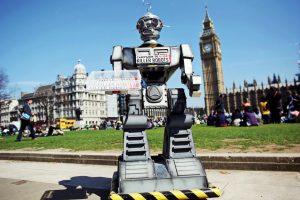 Soldatul universal: cât de periculoasă este inteligența artificială și cum pot fi ținuți sub control roboții ucigași