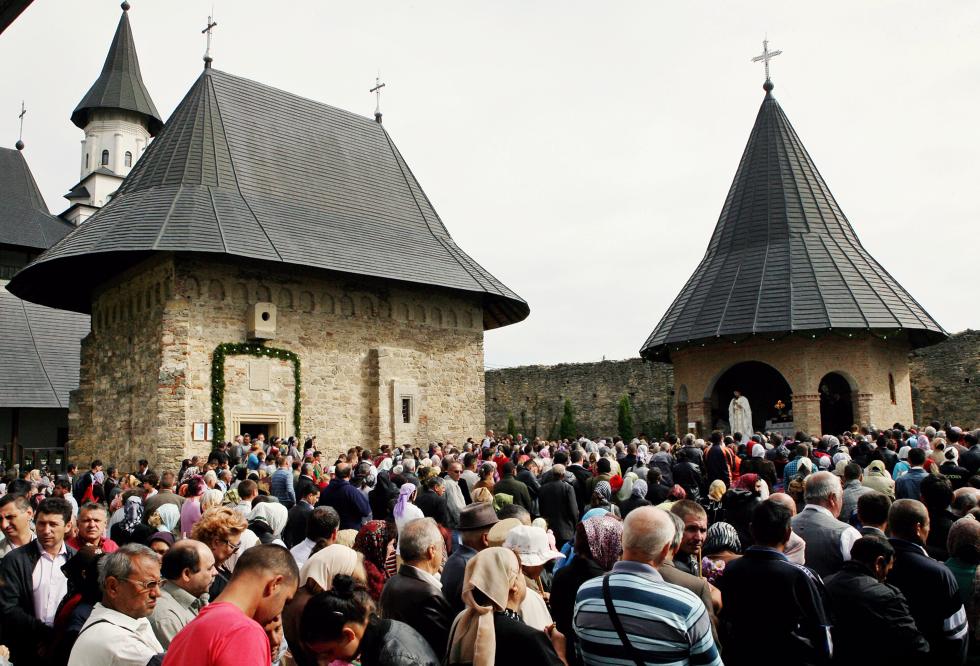 Radu Paraschivescu: De ce preferă românii înjurăturile cu cele sfinte, în locul celor cu guvernanți sau parlamentari