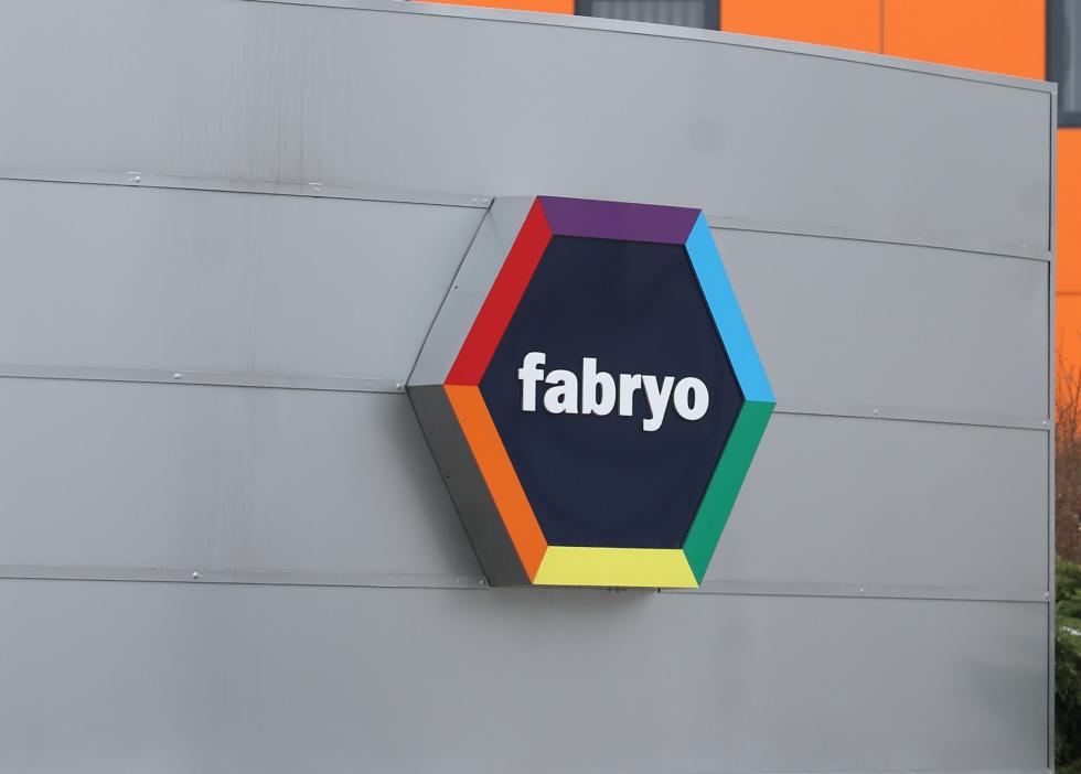 Tranzacție pe piața materialelor de construcții: Grupul olandez AkzoNobel cumpără afacerea cu vopsele Fabryo
