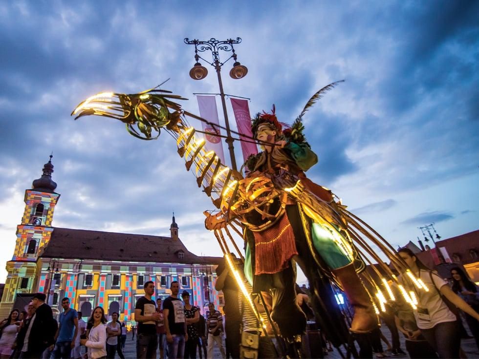 Miracolul pasiunii: povestea Festivalului Internațional de Teatru de la Sibiu