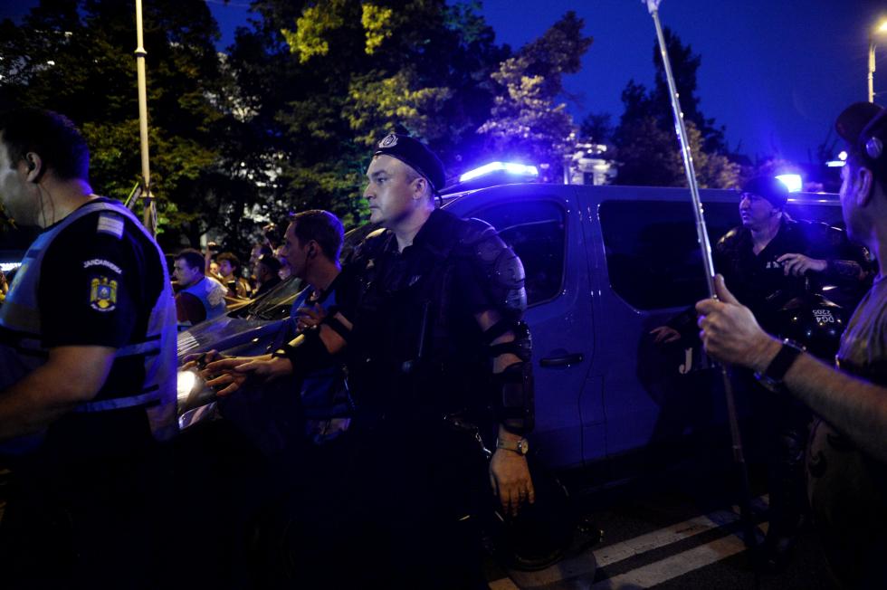 Jandarmeria anunță că va cumpăra armament de peste 400.000 de lei, la nici 24 de ore de la protestul din Piața Victoriei