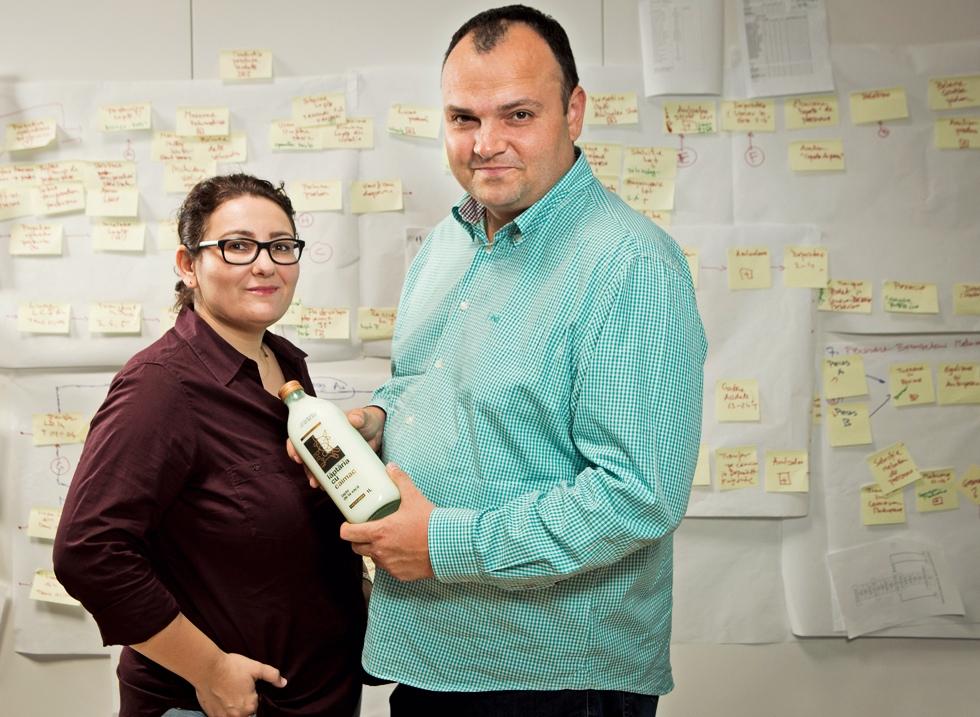 Doi tineri din București au renunțat la viața de corporatist și au investit peste 6 milioane de euro într-o fabrică de lapte