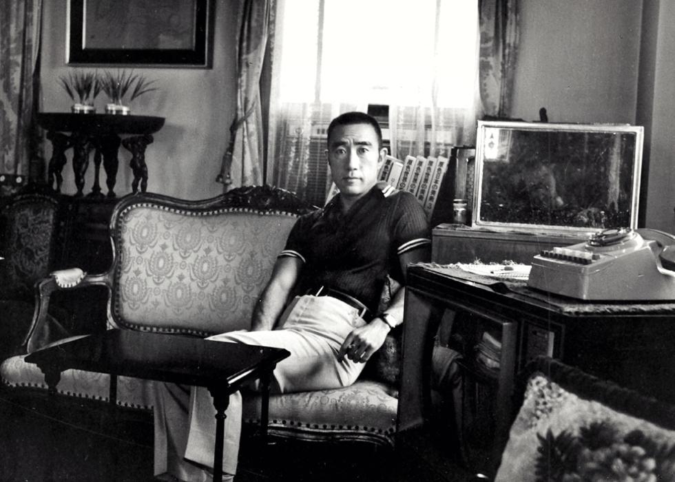 Povestea unui scriitor controversat care a ajuns celebru după ce și-a făcut seppuku