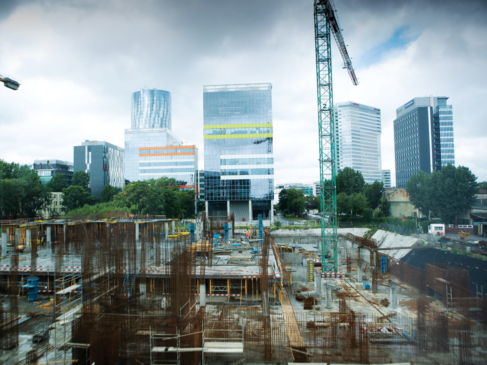 """Cum au ajuns noile clădiri de birouri din București să fie """"pețite"""" de cumpărători încă de dinainte de a fi construite"""