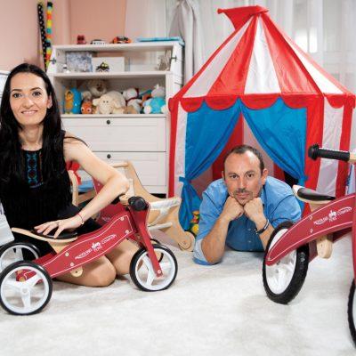 A vrut să cumpere online o bicicletă de lemn pentru fiul ei  și a ajuns să își facă o afacere cu  jucării care îi va aduce 100.000 de euro anul viitor