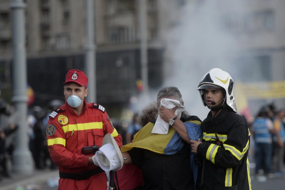 Cu ce afecțiuni grave au ajuns recent la urgențe manifestanții care au inhalat gaze lacrimogene