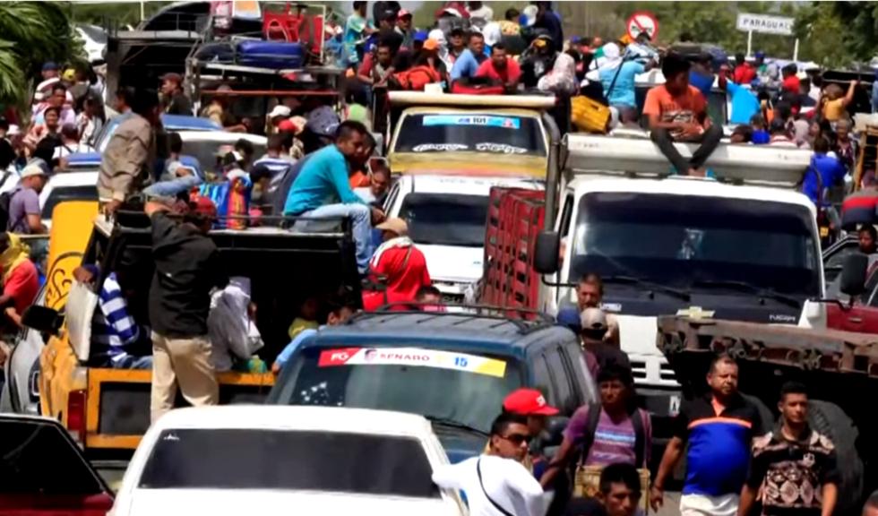 Criza migranților din America de Sud. Venezuelenii fug din țara a cărei inflație va ajunge la 1.000.000% în acest an