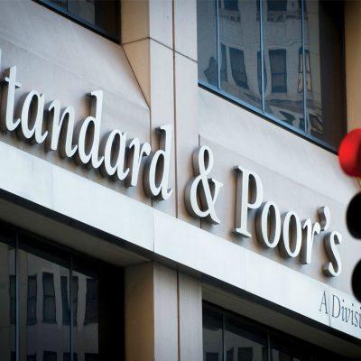 S&P a revizuit ratingul României de la stabil la negativ din cauza depăşirii ţintei de deficit