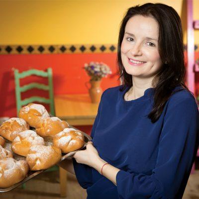 Cine este moldoveanca de 36 de ani care vrea să deschidă insule cu prăjituri în malluri