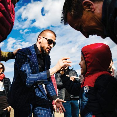 #Șîeu, omul: Sper să nu ajung să-mi arate nepoții poze cu autostrada Moldovei când voi avea barba până la genunchi