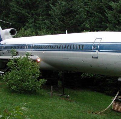 Inedit: Cum a ajuns un pensionar de 74 de ani să locuiască într-un avion Boeing 727