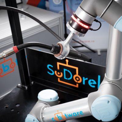 VIDEO Cum arată și cum funcționează SuDorel, robotul care sudează cot la cot cu muncitorii