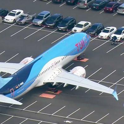 VIDEO Avioane de pasageri, parcate printre mașini. Care este motivul