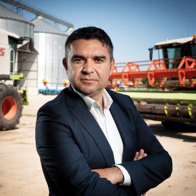Cine sunt românii care fac agricultură după model american în Teleorman, cu utilaje care lucrează singure