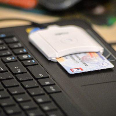 CNAS reinstituie obligativitatea folosirii cardului de sănătate, în plină pandemie. Medicii, revoltaţi de decizie