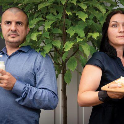 """Cine este familia din Tecuci care a redescoperit """"sticla de sticlă"""" și caimacul în producția de lapte"""