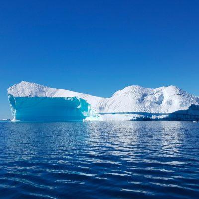 Un miliardar arab vrea să aducă un iceberg de 2 km lungime din Antarctica în Emiratele Arabe Unite