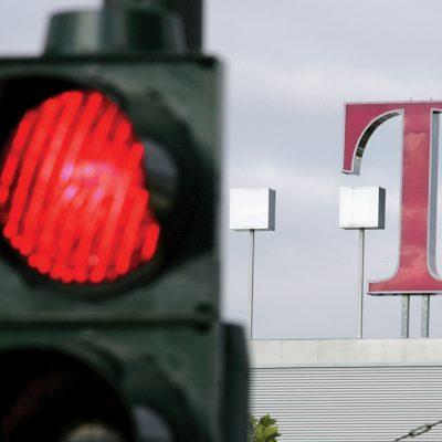 Cine are cel mai mult de pierdut dacă Telekom pleacă din România