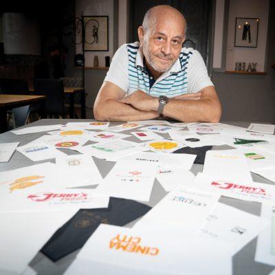 Cine este românul care imprimă șervețele personalizate pentru peste 600 de restaurante