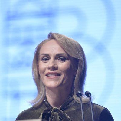 """Gabriela Firea vrea să-i acorde titlul de cetățean de onoare lui Cornel Dinu, fost """"antrenor principal la Steaua Bucureşti"""""""