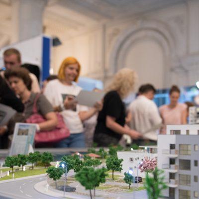 Imobiliare: Proprietarii de apartamente vechi încep să simtă presiune pe scăderea preţurilor