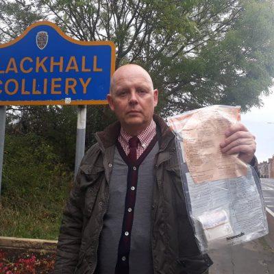 Legături cu bani, lăsate misterios pe străzile unui sat din Marea Britanie