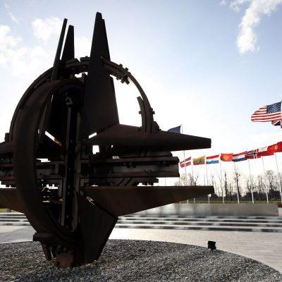 Reuniune de urgență a NATO: 33 de soldați turci, uciși în Siria. Rusia trimite două nave de război în regiune