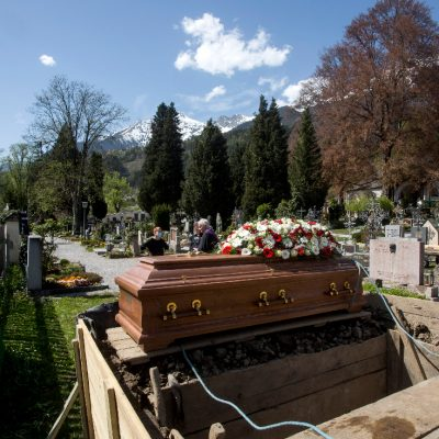 Cum a schimbat pandemia de COVID-19 atât viața cât și moartea, indiferent de religie
