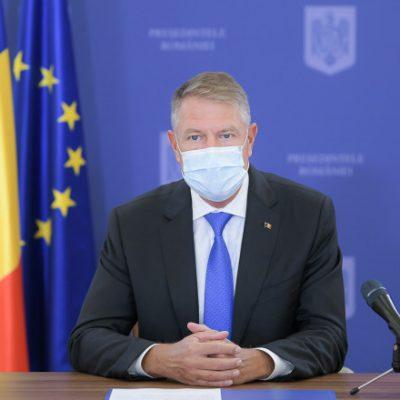 VIDEO. Iohannis anunţă eliminarea portului măștii în aer liber. Ce alte restricţii vor fi ridicate