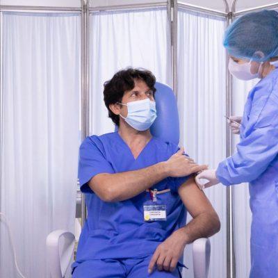Câți români au fost confirmați cu COVID-19 după vaccinare