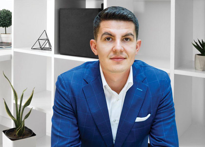 Franciză cu caimac. Care este rețeta prin care un tânăr antreprenor din Cluj-Napoca și-a dezvoltat lanțul de cafenele în plină pandemie