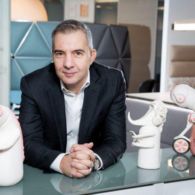 Povestea antreprenorului care vine cu soluții pentru amenajarea biroului de acasă