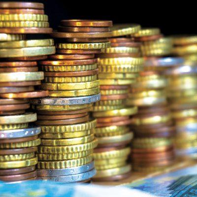 Sumele de bani plasate de români în depozite bancare au crescut spectaculos în ultima vreme, în pofida dobânzilor foarte mici