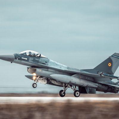 Incident aviatic în zona poligonului Mălina. Un avion F-16 s-a dezmembrat în zbor