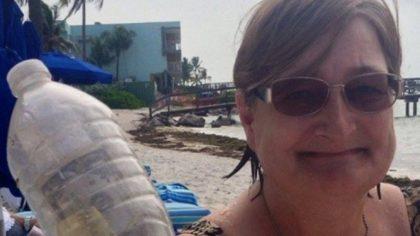O turistă a găsit o sticlă de plastic pe o plajă, dar a rămas fără cuvinte atunci când a descoperit ce se afla înăuntru! Viața chiar bate filmul!