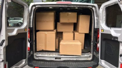 Pachetele din Italia nu mai ajung in Romania! Microbuz confiscat si sofer amendat cu 5.000 de euro